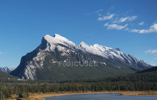 Rugged mountain in banff national park — Stock Photo
