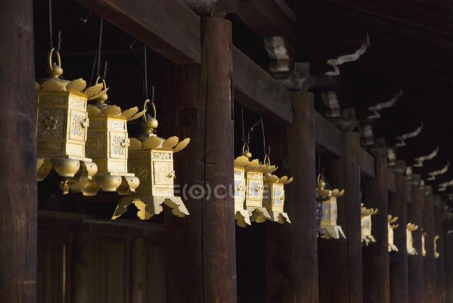 Lanternes en métal japonais — Photo de stock