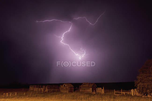 Lightning bolt over some abandoned buildings — Stock Photo
