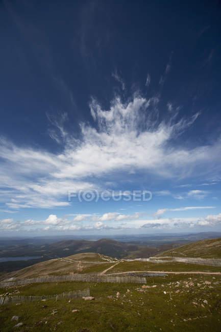 Champs sur les montagnes cairngorms — Photo de stock