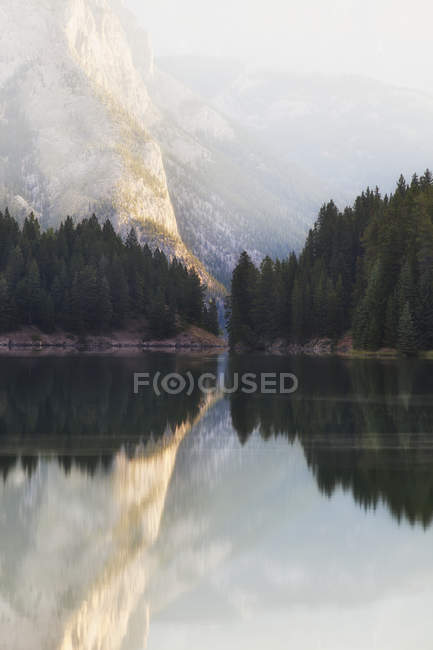 Two jack lake at dawn banff national park — Stock Photo