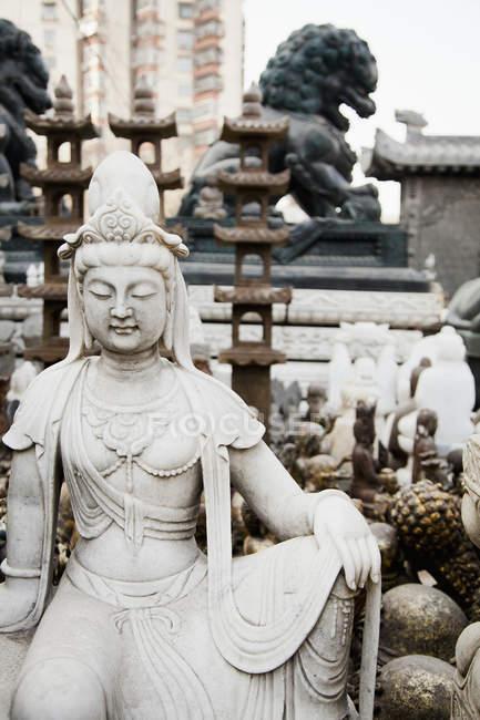 Estatuas como figura budista - foto de stock