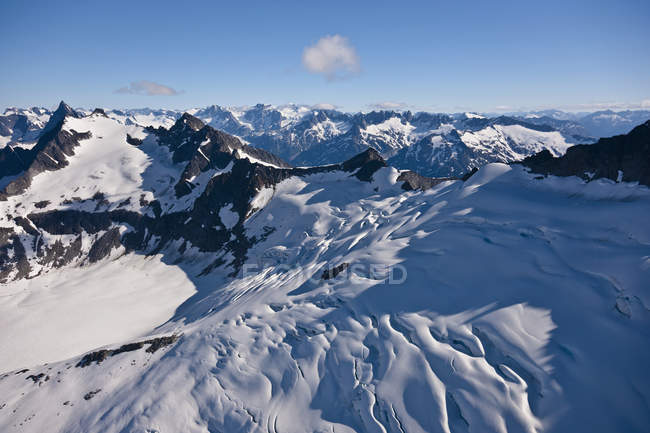 Montagnes et les Glaciers dans la chaîne de montagnes côtières — Photo de stock
