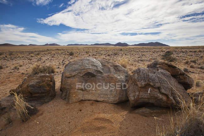 Grandi rocce nel deserto — Foto stock