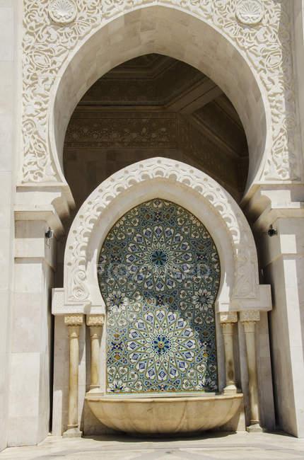 Хасана ii мечеть в Марокко — стокове фото