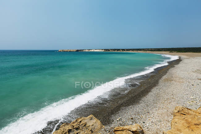 Turquoise ocean water coming into shore — Stock Photo