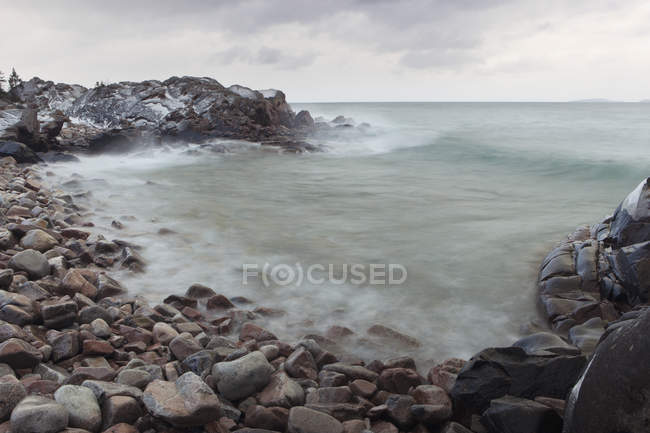 Гуркіт хвиль на озеро верхнє — стокове фото