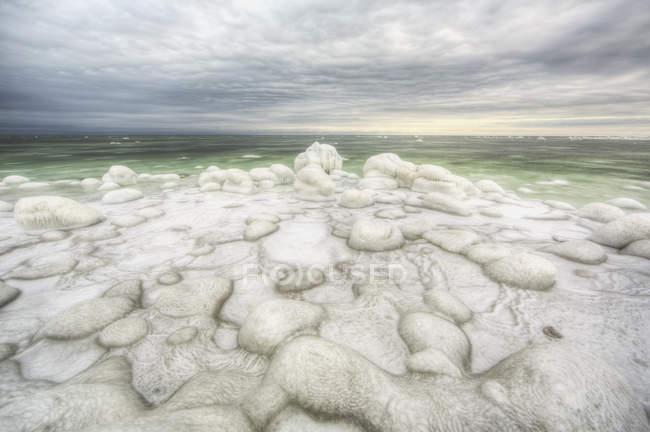 Ghiaccio verde riempito d'acqua della baia di hudson — Foto stock