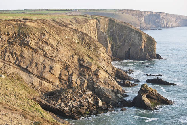 Cliffs along coastline — Stock Photo