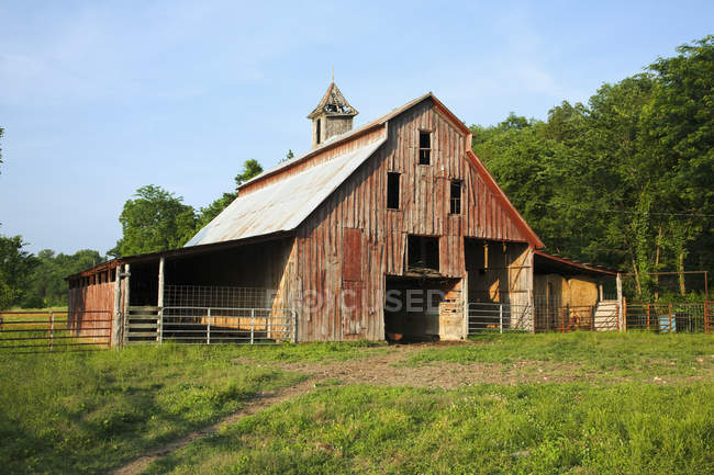 Old red wooden barn — Stock Photo