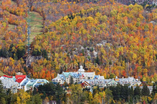 Деревня дрожащая осенью — стоковое фото