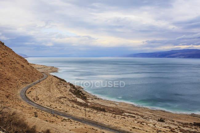 Estrada ao longo do mar morto — Fotografia de Stock