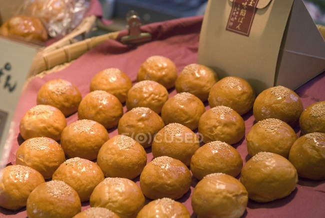 Bandeja de pães japoneses — Fotografia de Stock