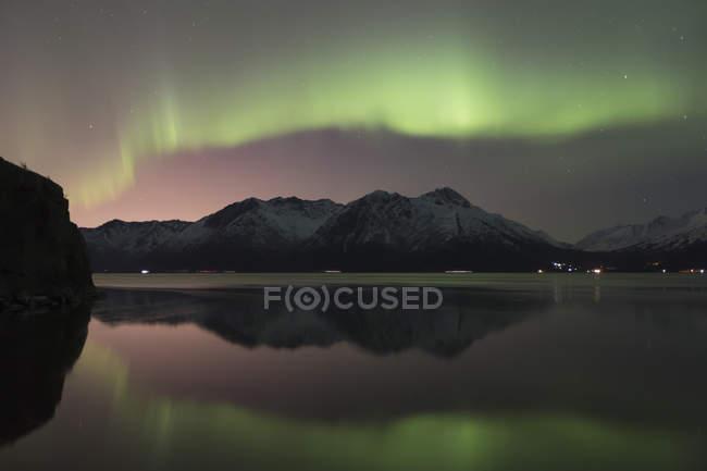 Aurora borealis above chugach mountains — Stock Photo