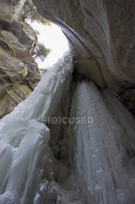 Cascata congelata al maligne canyon — Foto stock