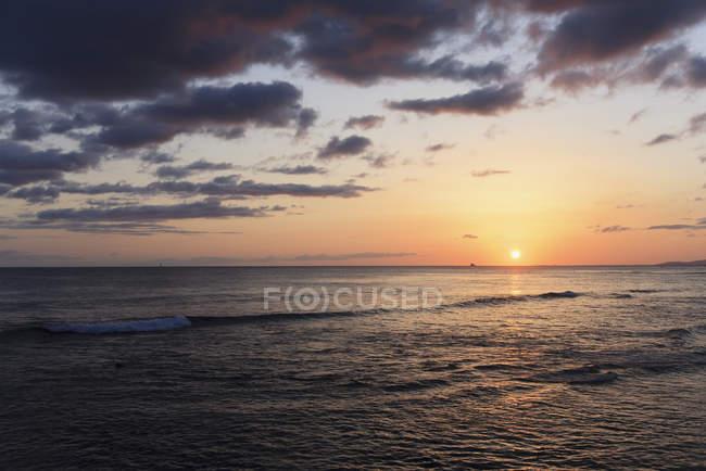 Захід сонця над тихим океаном — стокове фото