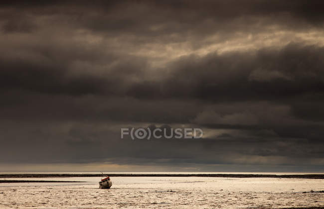 Fishing Boat Out In The Water — Stock Photo