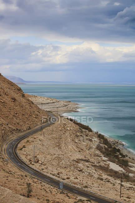 Дорога вдоль мертвого моря — стоковое фото