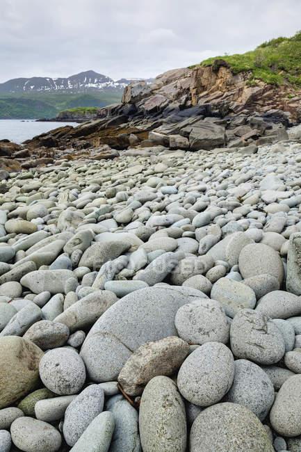Spiaggia rocciosa nel porto geografico — Foto stock
