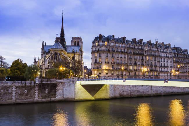Мост через реку, Париж — стоковое фото