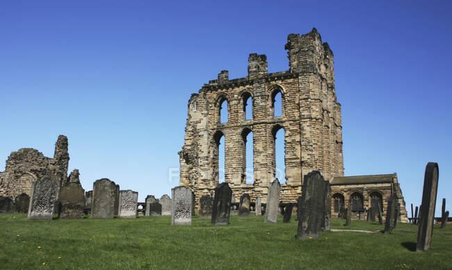 Rovine di un Priorato e un Cimitero — Foto stock