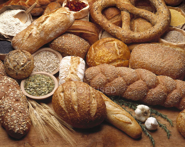 Various types of breads — Stock Photo