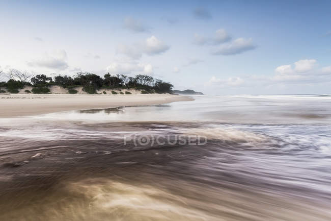 Tallows creek running out into ocean — Stock Photo