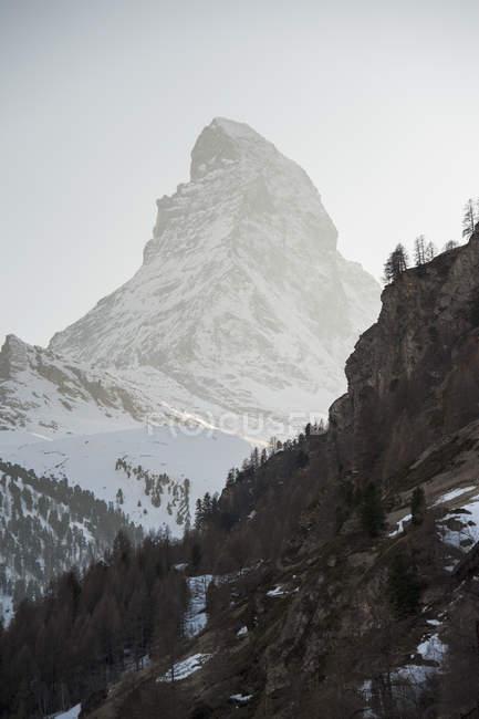 Высокая снежная вершина Маттерхорна — стоковое фото