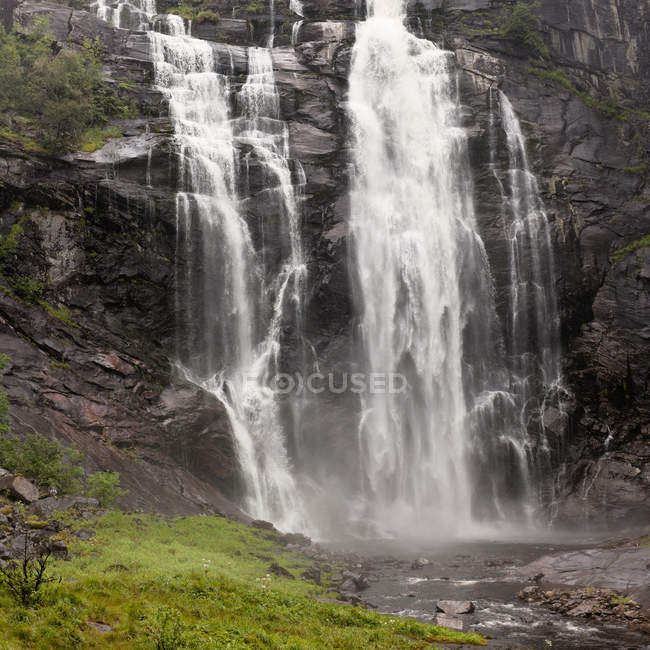 Waterfalls Over A Cliff — Stock Photo
