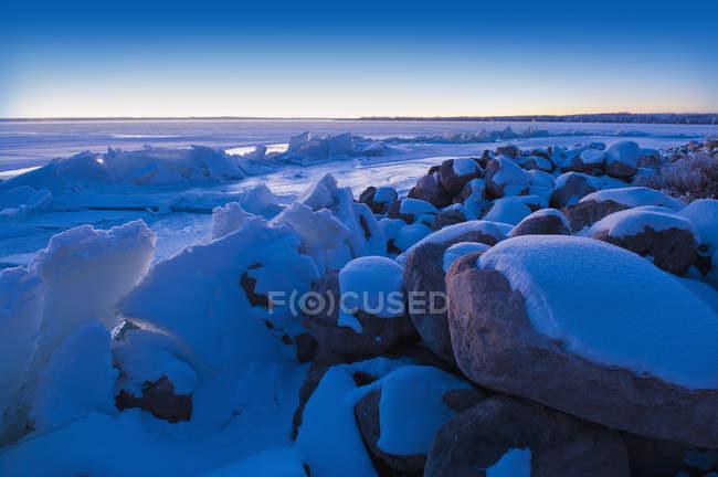 Ice Pushed Up On The Shoreline — Stock Photo