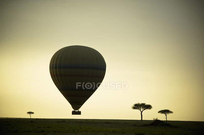 Silhouette Of A Hot Air Balloon — Stock Photo