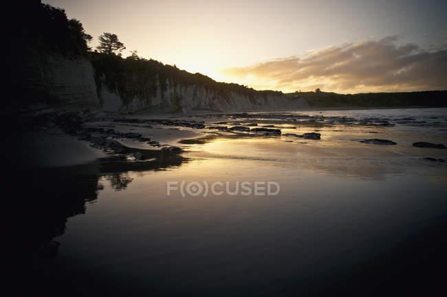 Солнечный свет, отражение на воде — стоковое фото