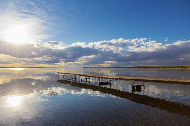 A Dock Leading Out Into The Lake — Stock Photo
