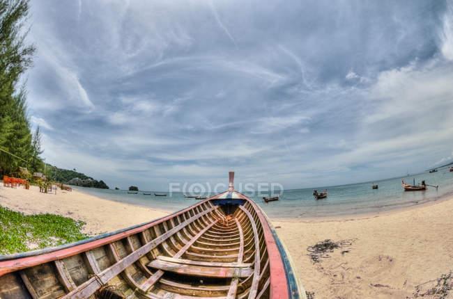 Човен на Nai Yang Beach — стокове фото