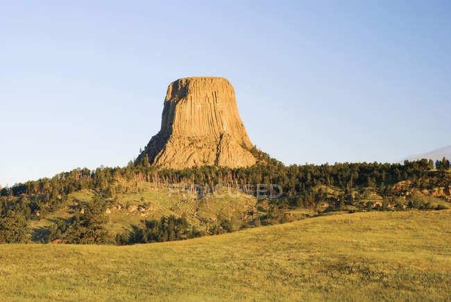 Ранний утренний свет на башне дьяволов — стоковое фото