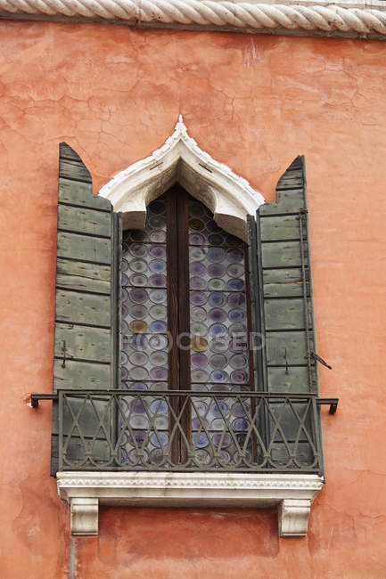 Window With Shutters in Venice — Stock Photo