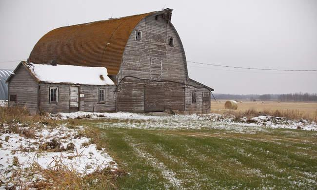 Caseificio e caseificio su terreni agricoli ritirati — Foto stock