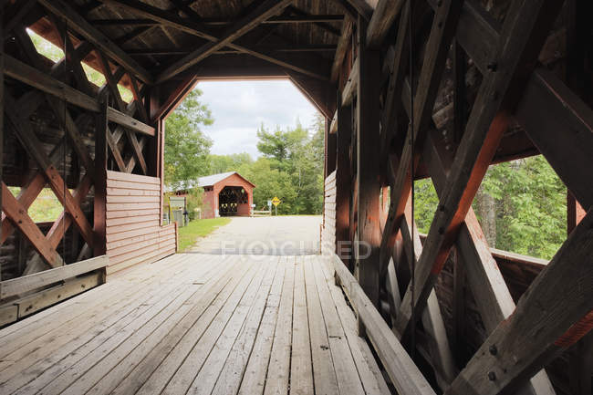 Ferme-Rouge double couverture de pont — Photo de stock