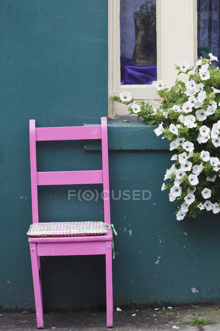 Pink Chair On Street — Stock Photo