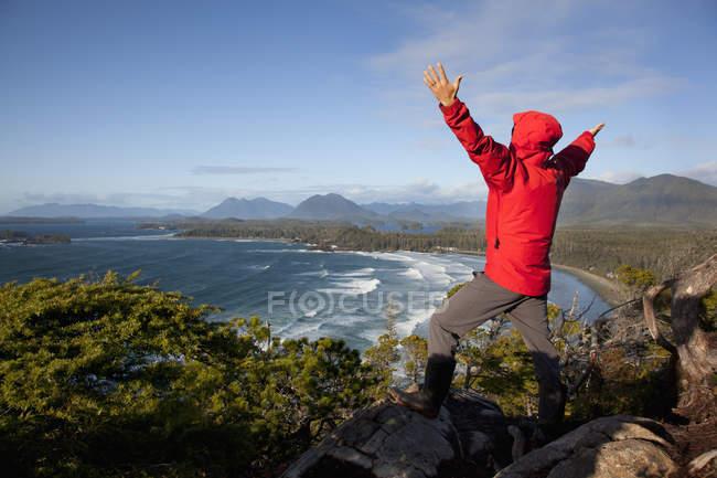 Носіння червоного Куртки чоловічі — стокове фото