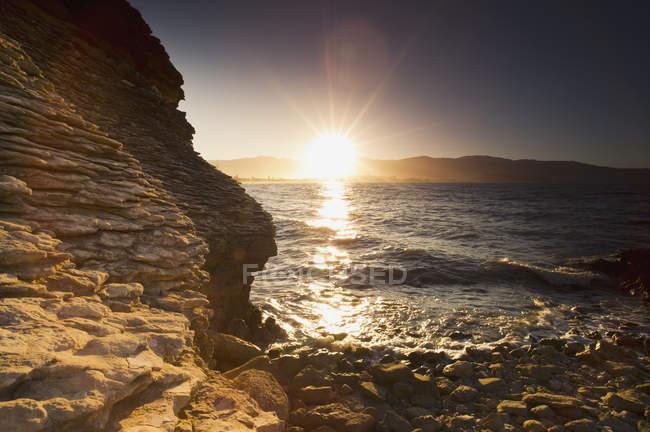 Lumière solaire réfléchie sur l'océan — Photo de stock