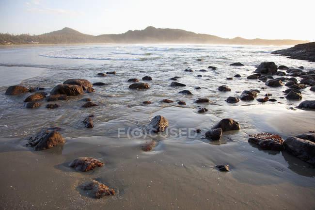 Cox Bay au coucher du soleil près de Tofino — Photo de stock