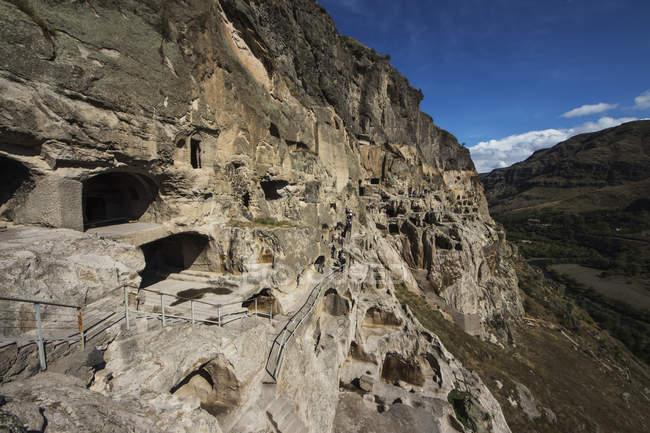 Печера житлових приміщень у Vardzia печерний монастир — стокове фото