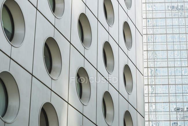 Detalhe da fachada de arranha-céus — Fotografia de Stock