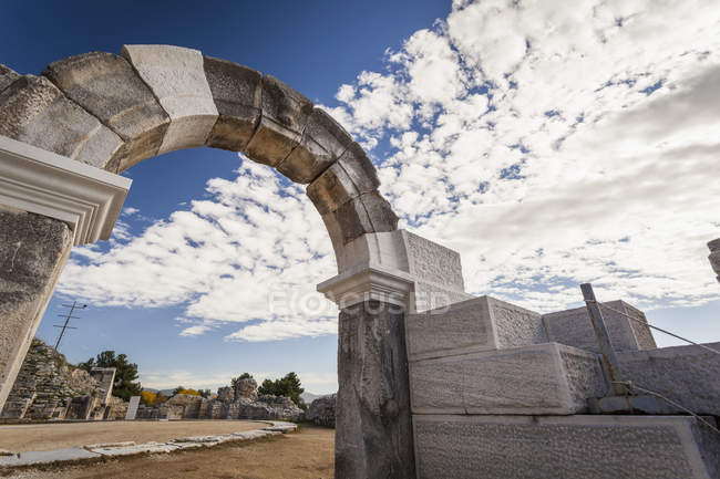 Arch at entrance to amphitheatre — Stock Photo