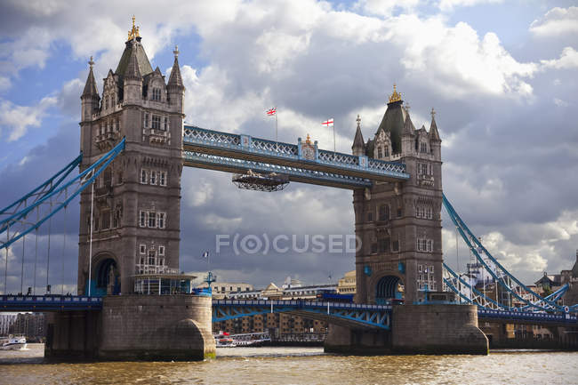 Tower Bridge sur la rivière, Londres — Photo de stock