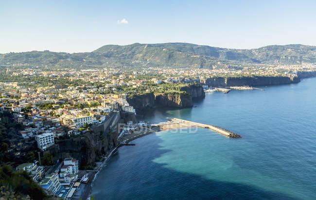 Vista sulla città e sul Mar Mediterraneo — Foto stock