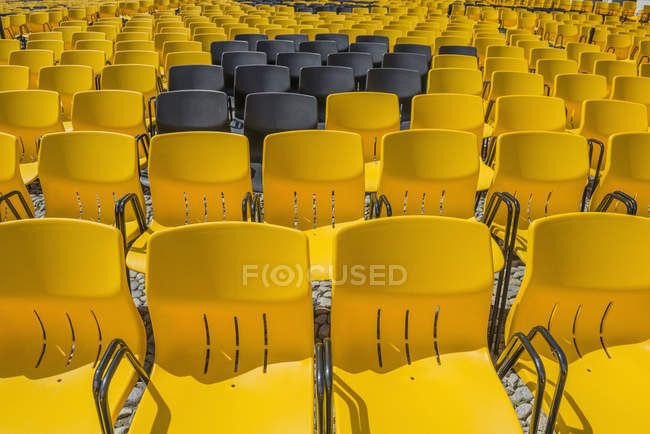 Black chairs and yellow chairs — Stock Photo