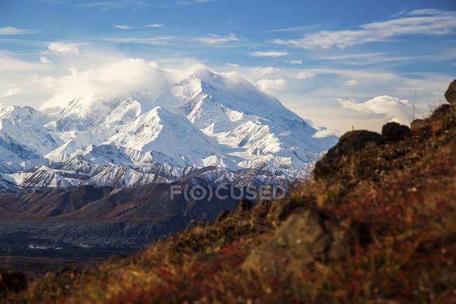 Montagne con cime innevate — Foto stock