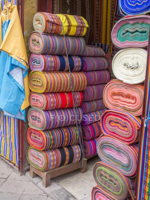 Coloridos diseños peruanos - foto de stock